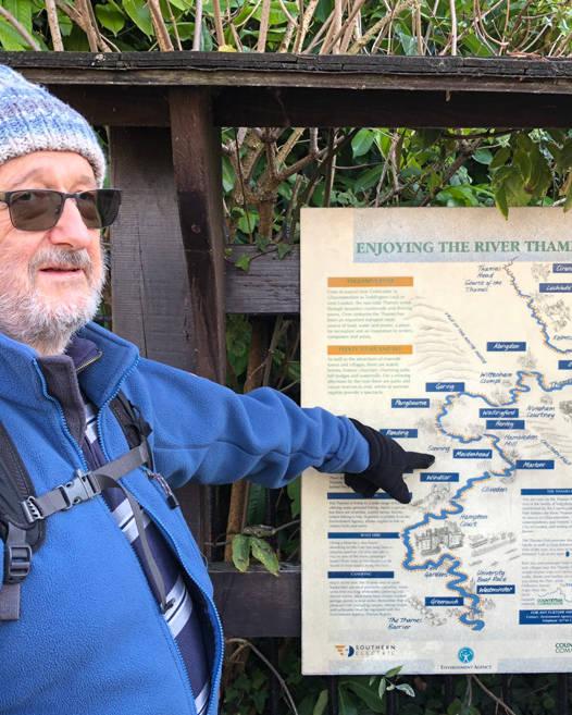 Guide Explaining Walk Along River Thames